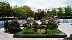 Troisième colloque que Cerisy consacre, sous un angle prospectif et avec le concours de l'École nationale supérieure de paysage de Versailles-Marseille, à la question des jardins. Ce troisième colloque, autour de l'œuvre de Gilles Clément,se propose de poursuivre la réflexion.