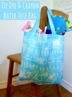 Crayon tie dye bag Diy Tote Bag, Diy Purse, Tote Bags, Kids Tie Dye, Tie Dye Crafts, Diy Bags Purses, Diy Craft Projects, Craft Ideas, Camping Crafts