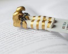 Elf in the book bookmark. Golden shoes white par MyBookmark