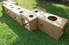 Túnel con cajas de cartón.