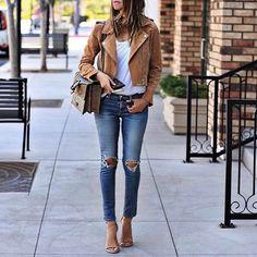 Нам очень нравится этот вдохновляющий весенний вариант на Саше - кожаная куртка, белая футболка и джинсы. Загляните к нам в JiST, мы поможем вам создать похожий образ. #spring #fashion #outfitidea: #stylish & #trendy #jeans #white #tshirt & #leather #jacket helps to create #chic #outfit #мода #стиль #тренды #джинсы #футболка #модно #стильно #новаяколлекция #киев #весна