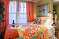 Apartment in Houston, United States. Centrally located cozy bohemian cottage located in the historical Lindale Heights. Located at a metro bus stop and 2 blocks from the light rail. Perfect for OTC, Rodeo, medical center, downtown, zoo or any event at NRG stadium.  you will surely fi...