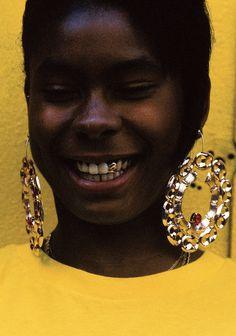 "surra-de-bunda: "" ""Girl In Yellow""   Photography by Keith Majors """