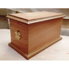 High Quality Oak Cremation Ashes Casket. One of the finest selections of high quality Wooden Cremation Ashes Caskets & Urns found anywhere. Make your choice with the confidence of exceptional customer service matched with our low pricing policy. Visit http://coffincompany.co.uk/urns/wooden-urns-caskets
