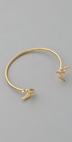 Such a unique bracelet. It looks especially great when stacked among other bracelets, so only the birds show.
