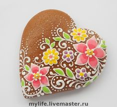 beautiful floral cookie heart.  (felt idea) (podria ser en piedra)
