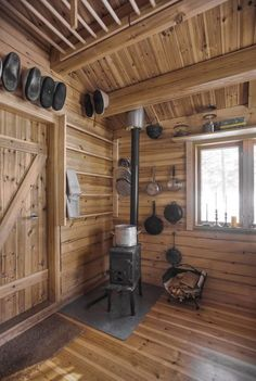31 Incredible Log Cabin Interior Design Ideas For Tiny House Tiny Cabins, Tiny House Cabin, Cabins And Cottages, Tiny House Design, Cabin Homes, Log Homes, Rustic Cabins, Small Cabin Designs, Tiny Homes
