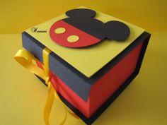 Caixinha Mickey | Papelaria Criativa Hanani | Elo7 Mickey E Minnie Mouse, Mickey Mouse Parties, Mickey Party, Disney Mickey, Fun Crafts, Diy And Crafts, Paper Crafts, Scrapbook Da Disney, Mickey Mouse Birthday