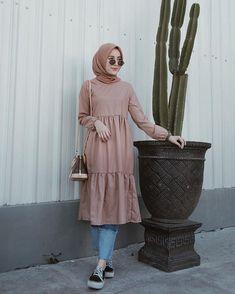 Combination Tricks Hijab Vintage For Women Hijab Style Dress, Modest Fashion Hijab, Modern Hijab Fashion, Street Hijab Fashion, Muslim Women Fashion, Hijab Fashion Inspiration, Casual Hijab Outfit, Hijab Chic, Ootd Hijab