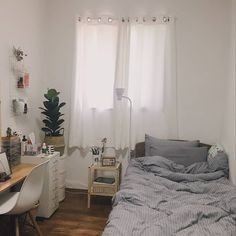 New room decor small bedroom space saving desks 58 ideas Room Design Bedroom, Small Room Bedroom, Room Ideas Bedroom, Home Bedroom, Bedroom Decor, Trendy Bedroom, Bedroom Simple, Bedroom Modern, Small Minimalist Bedroom