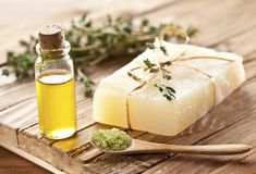 Tea Tree Essential Oil Benefits for Health: For lung infections: Place a drop or. - New Ideas Organic Soap, Organic Coconut Oil, Unrefined Shea Butter, Hobbies To Try, Natural Honey, Tea Tree Essential Oil, Glycerin Soap, Oil Benefits, Melaleuca