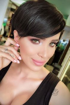 How to style a pixie cut? We have some gorgeous ideas, different tips, and suggestions for you that will make your pixie haircut look even more creative. Prom Hairstyles For Short Hair, Trending Hairstyles, Pixie Hairstyles, Pixie Bob Haircut, Short Pixie Haircuts, Pixie Cut With Bangs, Short Hair Cuts, Bobs For Round Faces, Great Haircuts