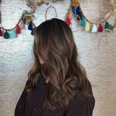 hair morenas The process my hair needs - haar Dark Brunette Hair, Brown Blonde Hair, Dark Hair, Brunette Color, Brunette Beauty, Brown Hair Balayage, Blonde Hair With Highlights, Color Highlights, Hair Shades