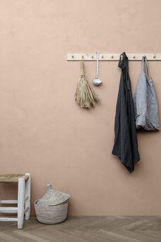 Gi interiøret et personlig preg med LADY Minerals kalkmaling. Peach Walls, Beige Walls, Bedroom Wall Colors, Room Colors, Peach Paint Colors, Terracotta Paint, Color Trends 2018, Design Blog, Hallway Decorating