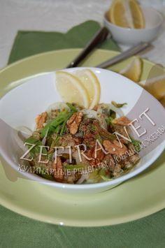 Салат из щавеля, шпината, лука и грецких орехов