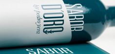 Una pequeña joya envasada en botella de cristal. Un aceite cultivado con mimo que se obtiene de aceitunas de la variedad picual y olivos de más de trescientos años enclavados dentro de un paraje natural en la provincia de Jaén. Smart Water, Water Bottle, Company Logo, Drinks, Natural, Olives, Oil, Bottles, Olive Tree