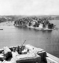 British soldiers at an anti-aircraft unit overlooking the Grand Harbour in Valletta, Malta, c.1943