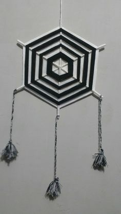 God's Eye Craft, Los Dreamcatchers, Eye Pattern, Gods Eye, Deco, Home Improvement, Weaving, Ceiling Lights, Eyes