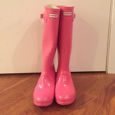 Hunter boots These boots are glossy pink. They have been worn previously. There are tiny scuff marks on the front. And on the inside there is blue dye from jeans, other than that they are in great condition Hunter Boots Shoes Winter & Rain Boots