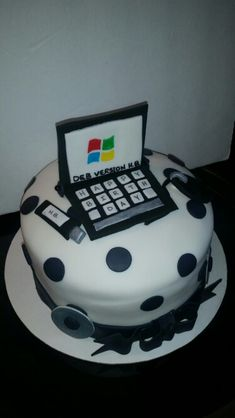 Computer cakes by C's Creations