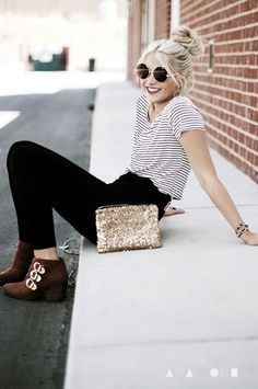 Highwaisted black pants and tucked in striped tee.