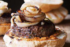 Lamb Burger Recipe from Leite's Culinaria. Lamb Burger Recipes, Lamb Recipes, Grilling Recipes, Cooking Recipes, Lunch Recipes, Yummy Recipes, Recipies, Lamb Skewers, Kebabs