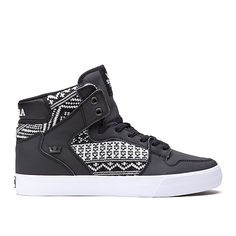 SUPRA VAIDER   BLACK/BLANKET - WHITE   I SSOO want these but i cant find any in my size BOO :'(
