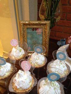 Detalhe mesa de doces para Chá de Cozinha nas cores azul, rosa, branco e bege