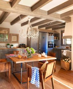 Warm and Cozy Spanish Interior Kitchen Dinning, Dining Area, Kitchen Decor, Nice Kitchen, Rustic Kitchen, Design Kitchen, Dining Room, Spanish Interior, Sweet Home
