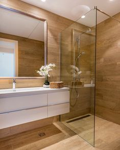 Bathroom decor for the master bathroom remodel. Discover bathroom organization, bathroom decor ideas, master bathroom tile some ideas, bathroom paint colors, and more. Modern Bathroom Design, Bathroom Makeover, Bathroom Interior, Bathroom Renovations, Amazing Bathrooms, Bathroom Design Small, Bathroom Design Luxury, Luxury Bathroom, Bathroom Decor