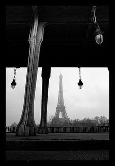 Pont Bir-Hakeim et Tour Eiffel by Zed The Dragon, via Flickr