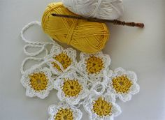 @ Her Library Adventures..: Easter Decorating & Daisy Chain Love..free pattern for daisy chain garland by lovely Sophie