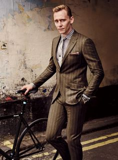 See Tom Hiddleston in the Best New Business Suits Tom Hiddleston<br> Chalk stripes are pinstripes' fuzzier, funkier brother. As British actor Tom Hiddleston shows, the chalk-striped is the suit you want this fall. Mode Masculine, Rockabilly Man, David Burton, Style Masculin, Herren Outfit, Gq Magazine, Tom Hiddleston Loki, Hiddleston Daily, Sharp Dressed Man
