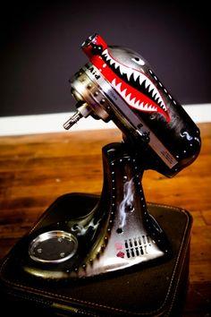 Un Amore Custom Designs Tigershark Pinup Kitchenaid Mixer, Silver
