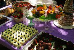The potluck wedding table
