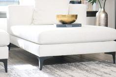 Minimalist Design – 5 Easy Steps to Minimalism - Melissa Roberts Interior Minimal Decor, Minimal Design, Unique Home Decor, Home Decor Items, White Couches, Neutral Color Scheme, Chandelier, Decorating Blogs, Minimalist Home