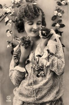 1920's photo woman and cats