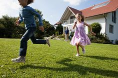 Photo : Brother and sister running in garden