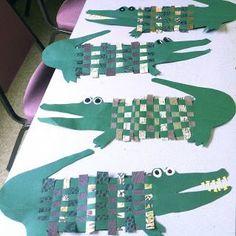 Weaving Crocodiles with decorative paper.: Weaving Crocodiles with decorative paper. Projects For Kids, Art Projects, Crafts For Kids, Kindergarten Art, Preschool Art, Papier Kind, Afrique Art, 3rd Grade Art, Ecole Art