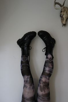 BEST DYING TUTORIAL EVER! Ands these tights! THEY DID THESE TIGHTS! Also shows how to do old clutches, knit ponchos, cloth shoes, dollarstore gloves, little pet outfits... options are endless! Great way to revamp wardrobe - Definite repin & read later