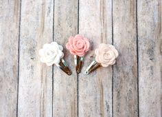 Mini+rose+snap+clips+in+ivory,+wheat+fields,+and+blush+pink+shades.+Each+handmade+rose+is+crafted+from+wool+blend+felt+and+measures+1+inch+wide,+then+securely+attached+to+a+silver+snap+clip.+These+mini+rose+clips+look+darling+on+any+age!    Hint+-+Get+2+sets+to+have+matching+pigtail+or+sisters+se...