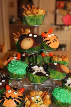 Cupcakes at a Jungle Party #jungle #partycupcakes