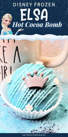 These Disney-inspired Queen Elsa Hot Cocoa Bombs are an absolute must make for your little Frozen fan! They're fun and easy to make and you could get the kids involved too. Just add a blue hot cocoa bomb to hot milk and stir to create a mug of yummy hot chocolate! Bbq Drinks, Yummy Drinks, Beverages, Disney Inspired Food, Disney Food, Chocolate Powder, Chocolate Bomb, Elsa Hot, Hot Coco Bar