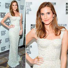 Allison Williams - vestido branco de renda Dolce e Gabbana