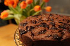 Čokoládový koláč so sušenými slivkami