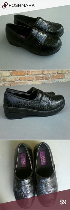 Airflex casual black loafers extra thick sole Airflex black faux croc loafers with synthetic upper,  easy slip on construction,  stitching accents,  lightly padded insole,  and durable  gripping synthetic outsole,  2 inch heel,  size 8.5 M.  Excellent condition. Airflex Shoes Flats & Loafers