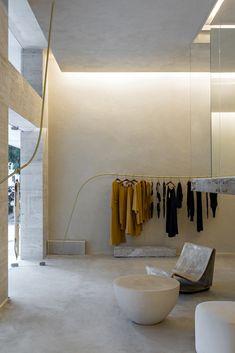 Organic Brutalism: Haight Fashion Store in Rio de Janeiro, Brazil by MNMA Studio Retail Interior, Interior And Exterior, Interior Design, Studio Interior, Design Design, Design Ideas, Boutique Interior, Commercial Design, Commercial Interiors