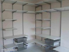 Конструкции стеллажей: 5 функциональных моделей для наполнения шкафа купе и обустройства гардеробной системы    Металлические стеллажи - современное и многофункциональное решение для дома, дачи, гаража, в офисе, в больницах, в магазинах и т.п. Стеллаж как универсальная система хранения вещей может быть использован как наполнение шкафа-купе или же быть частью гардеробной системы.    Базовая конструкция стеллажа – каркас из металлических труб и полки. Металлический стеллаж состоит из модулей…