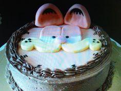 Torta de chocolate decorada con crema de chocolate y Garfield en fondant