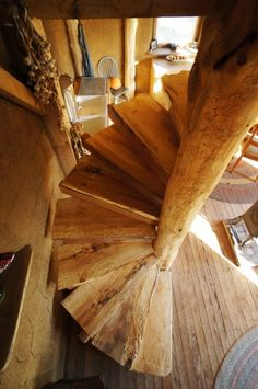Building The Roundwood Spiral Staircase http://www.small-scale.net/yearofmud/2013/11/17/wooden-spiral-staircase-build/